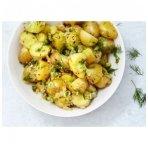 Bulvių salotos su kalendra, krapais ir pomidorais